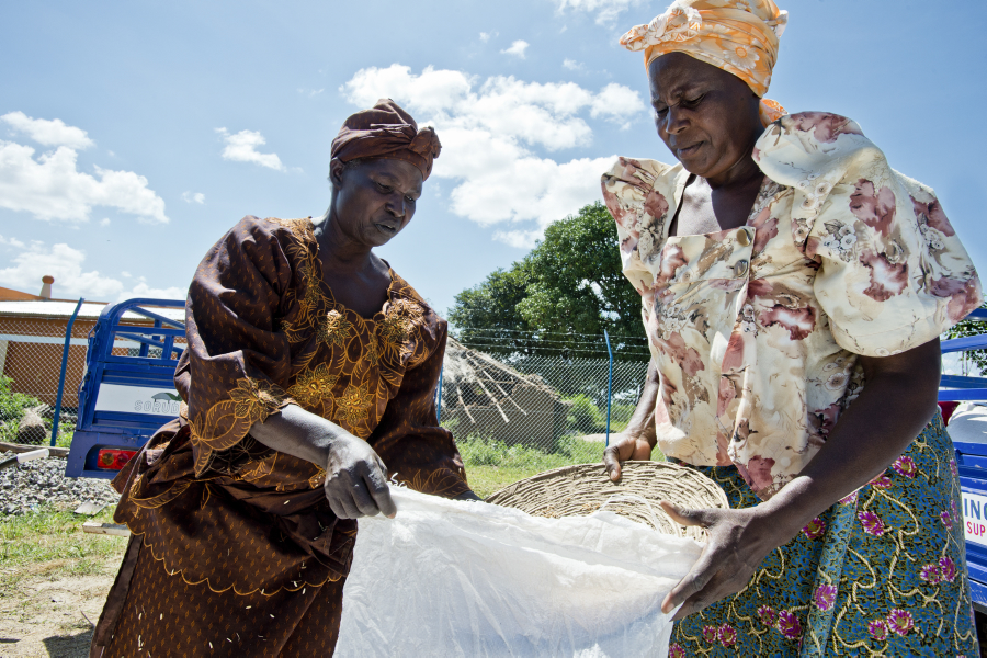 WFP-Rein_Skullerud_Ouganda.jpg (Catherine Aseicenye and Mary Goretti working)